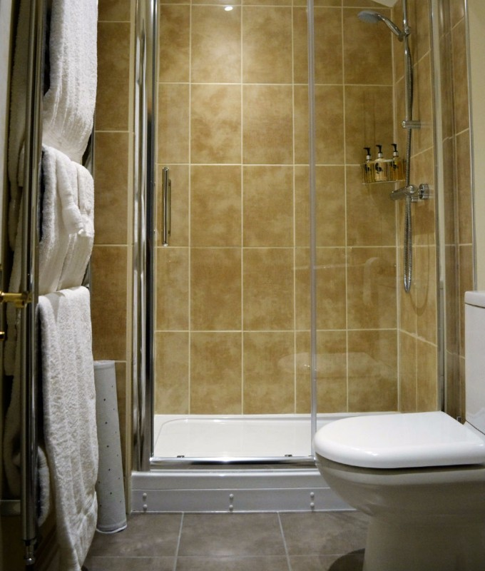 redlake-bathroom