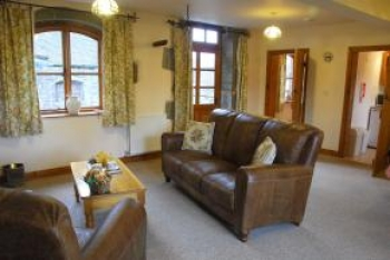 strefford-hall-self-catering-robins-swallows-nest-2-350-350