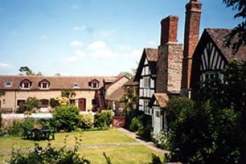 sutton-court-farm-cottages-2-350-350