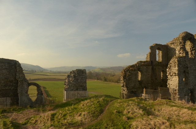 clun-castle