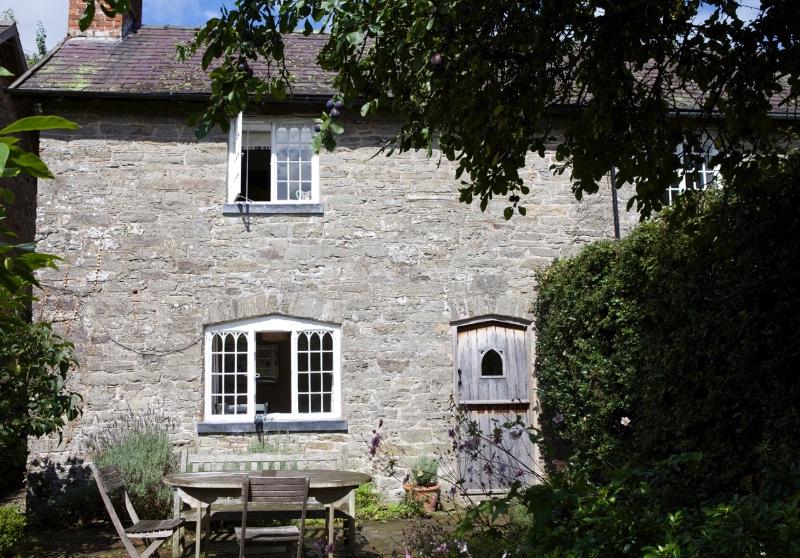 sun-cottage-front