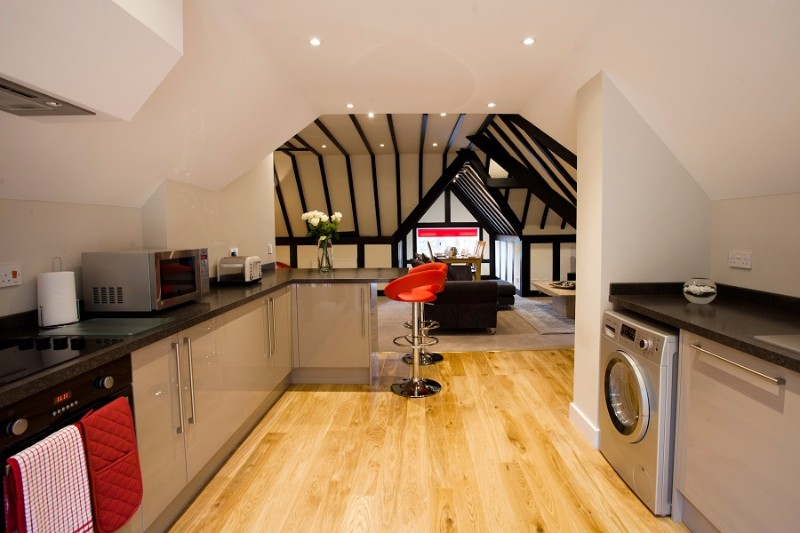 04-Luxury-fully-fitted-kitchen-with-disher-washer-oven-hob