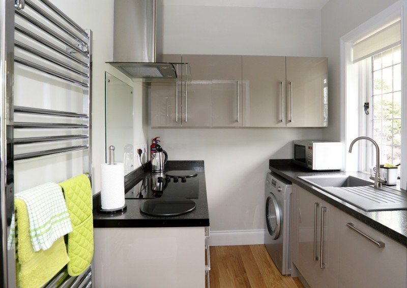 06-fully-fitted-kitchen