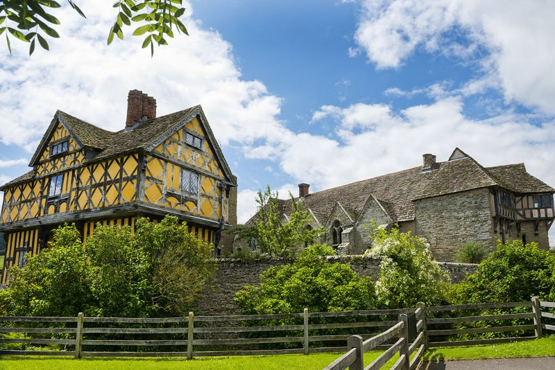 Stokesay_Castle_dreamstime_xl_25933446-1