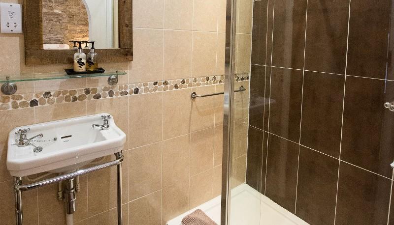 Walkmill-Lodge-photos-shower-room