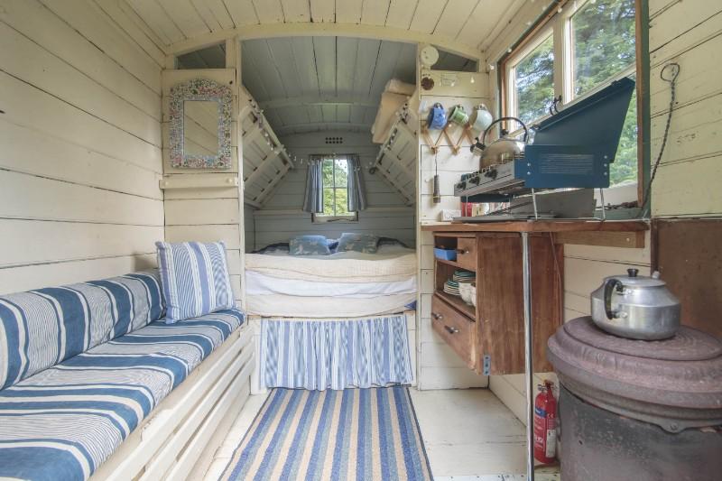 Shep-Hut-Inside